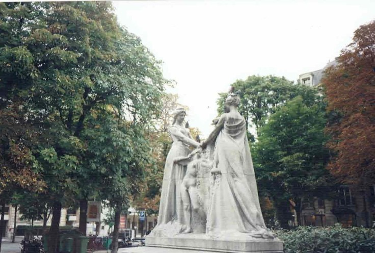 The Statue of Queen Astrid and Friend